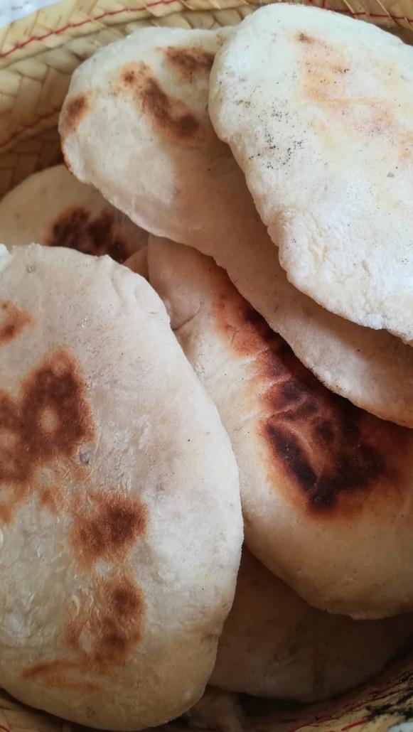 panes de pita recién hechos